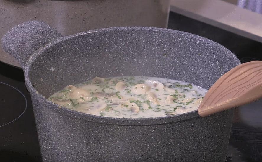 طريقة عمل شوربة دجاج بالمشروم