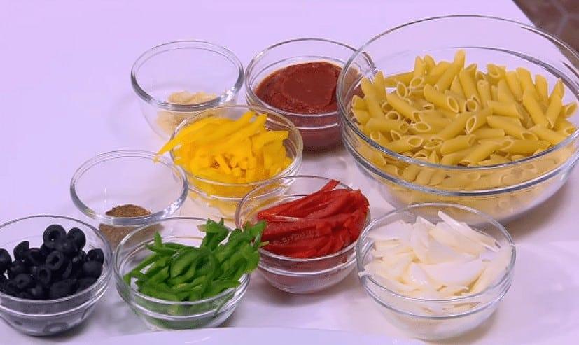 طريقة عمل مكرونة بالدجاج و الفلفل الألوان