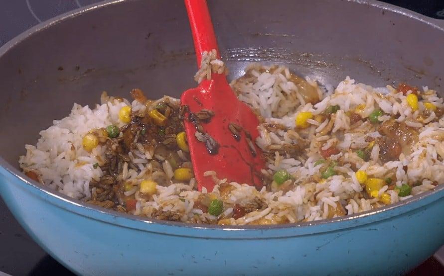 طريقة عمل أرز محمر بالجمبري
