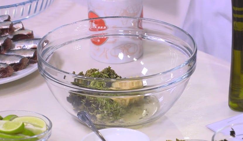 طريقة عمل سردين مشوي بالأعشاب