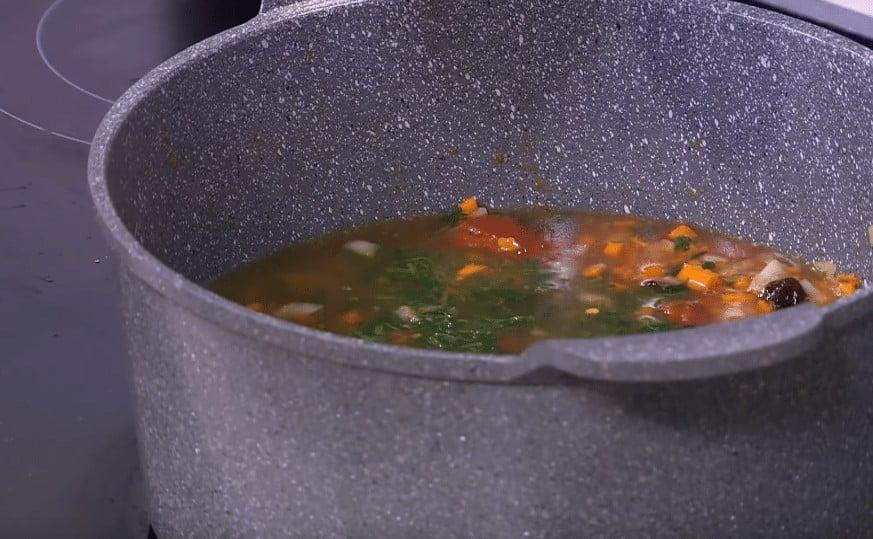 طريقة عمل شوربة طماطم بالفاصوليا