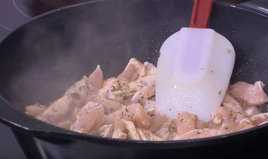 طريقة عمل صدور دجاج بالخرشوف