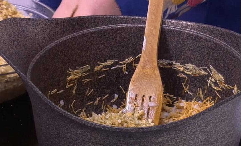 طريقة عمل فريك بالشعيرية و البصل