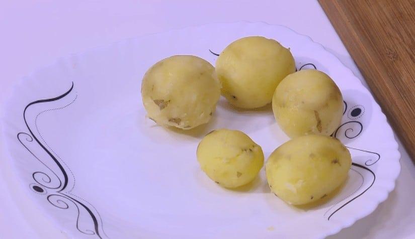 طريقة عمل بطاطس و باذنجان بانيه