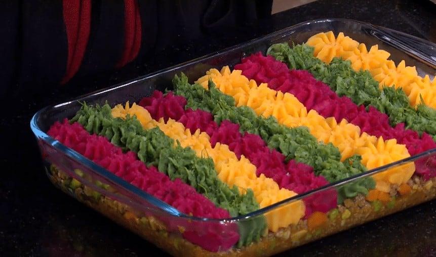 طريقة عمل فطيرة الراعي بالبطاطس الألوان