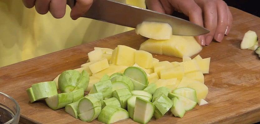 طريقة عمل فخارة الدجاج بالخضار
