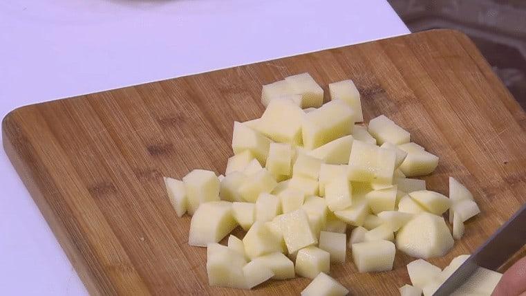 طريقة عمل بطاطس بالكاري و الحمص