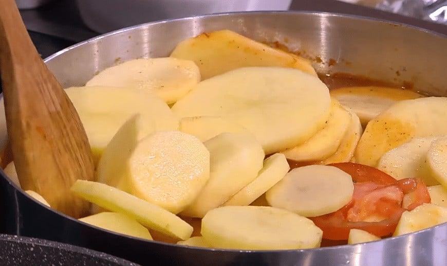 طريقة عمل صينية البطاطس بالفحم