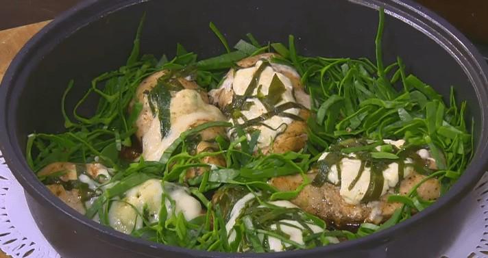 طريقة عمل دجاج محشي سبانخ و جبنه