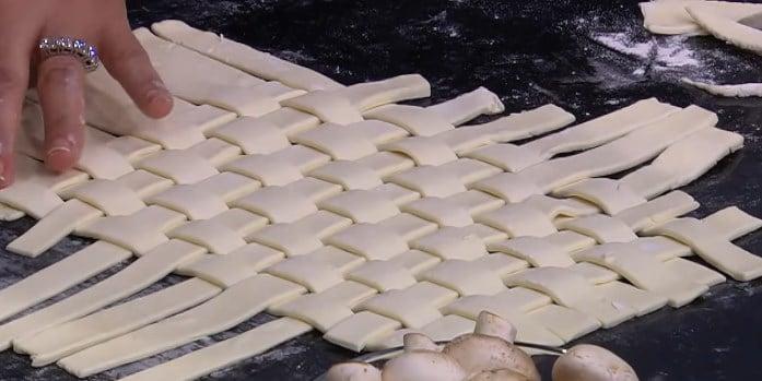 طريقة عمل فطيرة الدجاج بالمشروم