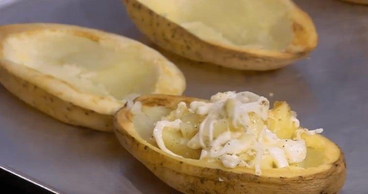 طريقة عمل قوارب البطاطس باللحم