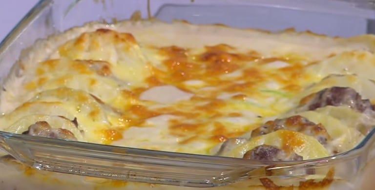 طريقة عمل صينية البطاطس و الكوسة
