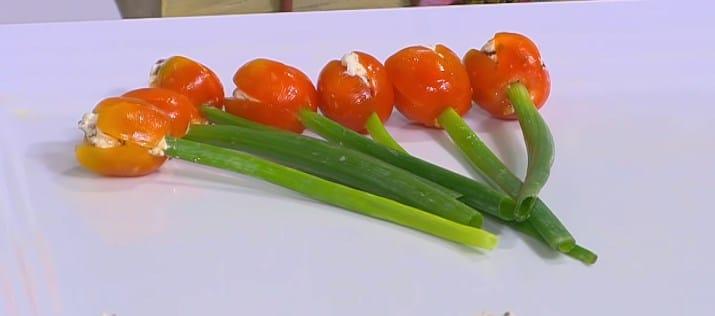 طريقة عمل وردات الطماطم المحشية